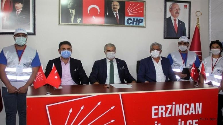 CHP'nin basın toplantısında gazetecilere zarfla para verildi